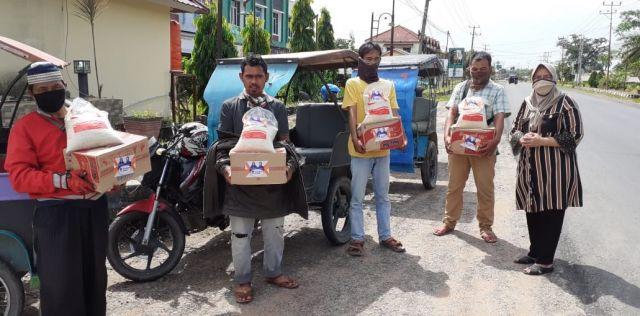 Kundapil ke Empat Kabupaten, Anggota DPR RI Ir Hj Sri Kustina Salurkan Bantuan APD dan Sembako Door To Door