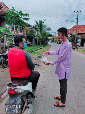 Peduli Sesama, Pemuda Purun Berbagi Takjil