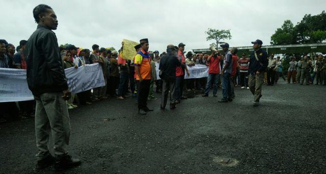 Demo, Warga Prambatan Tuding PT GBS Serobot Lahan