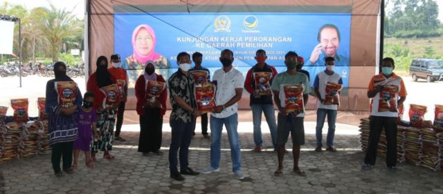 Kundapil, Sri Kustina Kembali Beri Bantuan Masyarakat