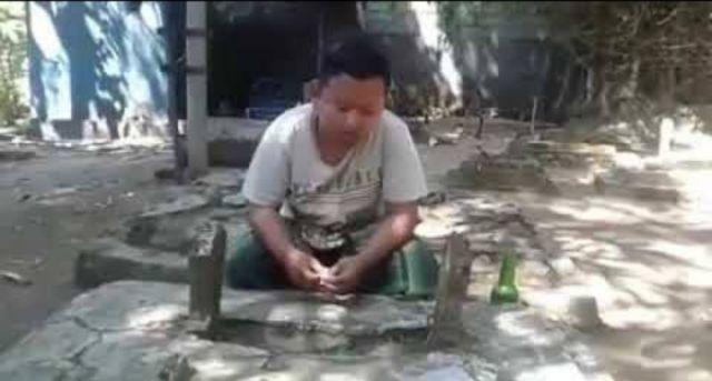 Judi Online Masuk Desa, Banyak Kuburan Jadi Tempat Meminta