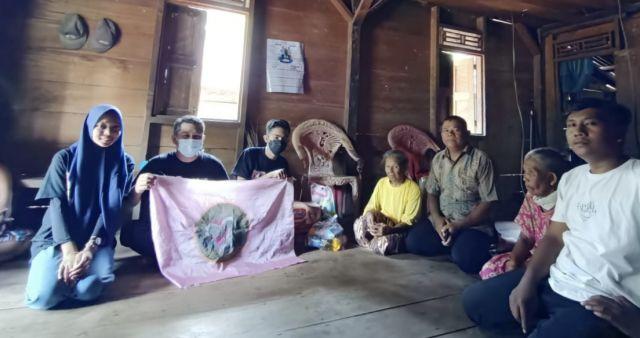 Terus Bergerak, GENCAR Santuni Nenek Siti