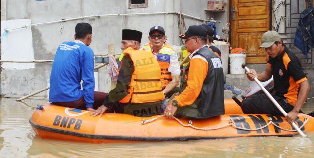 Bupati PALI Tinjau Korban Banjir di Curup