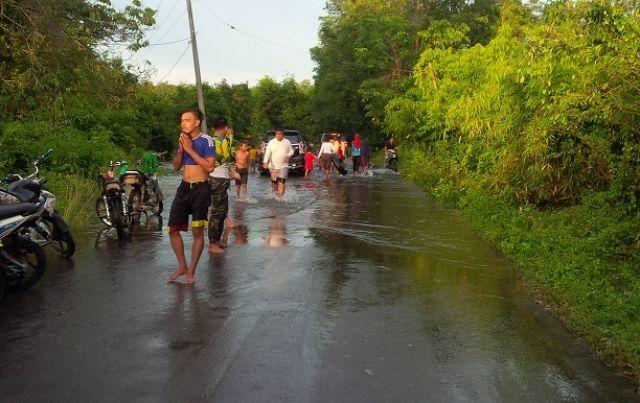 Banjir Jadi Tempat Wisata Dadakan